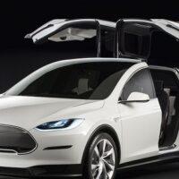Tesla Model X, l'auto che riduce l'inquinamento e fa bene alla natura
