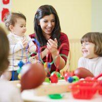 Lodare i bambini fa bene?