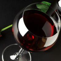 Vino e salute: un bicchiere al giorno toglie la depressione di torno?