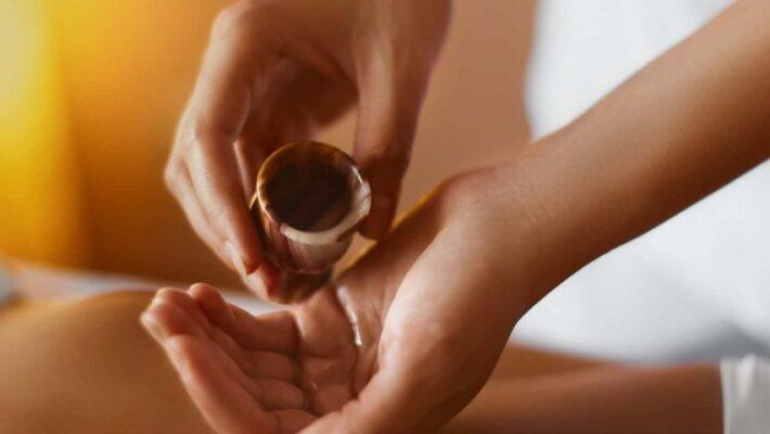 Fare massaggi con oli essenziali