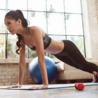 Allenamento a casa: 5 esercizi per tenersi sempre in forma
