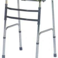 Deambulatore walker: caratteristiche e consigli per scegliere un deambulatore walker per disabili
