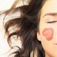 Come detergere la pelle delicata
