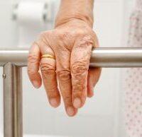 Pannoloni per anziani: quando diventano davvero necessari