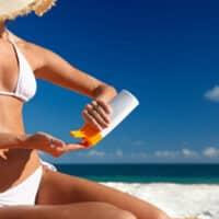 Arriva l'estate: Come proteggersi dall'abbronzatura aggressiva