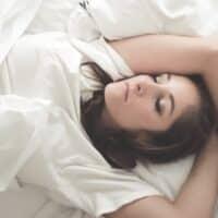Sonnolenza e stanchezza mentale, come contrastarle? Ecco 8 consigli utili