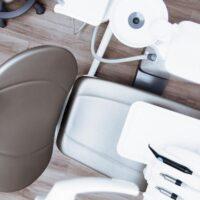 Cura dei denti: quando andare dal dentista? I principali campanelli d'allarme