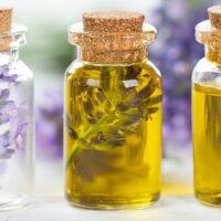 Gli oli essenziali: gli usi per la salute e per le pulizie domestiche