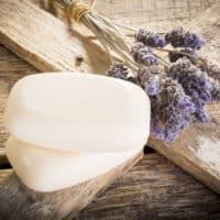 Le proprietà del sapone di Marsiglia: i diversi utilizzi per pulire e disinfettare